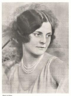 Женский портрет, фотограф Ли Редман. Своеобразный эффект достигут путем съемки через шелковый платок.