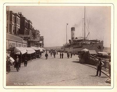 Набережная у моста Галата в Константинополе.