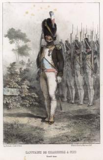 Капитан егерей Старой гвардии Наполеона во главе строя. Литография Н.-Т. Шарле. Париж, 1817